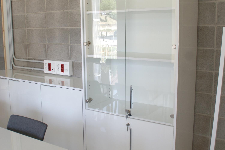 armario-puerta-cristal-tendencies-ofitres